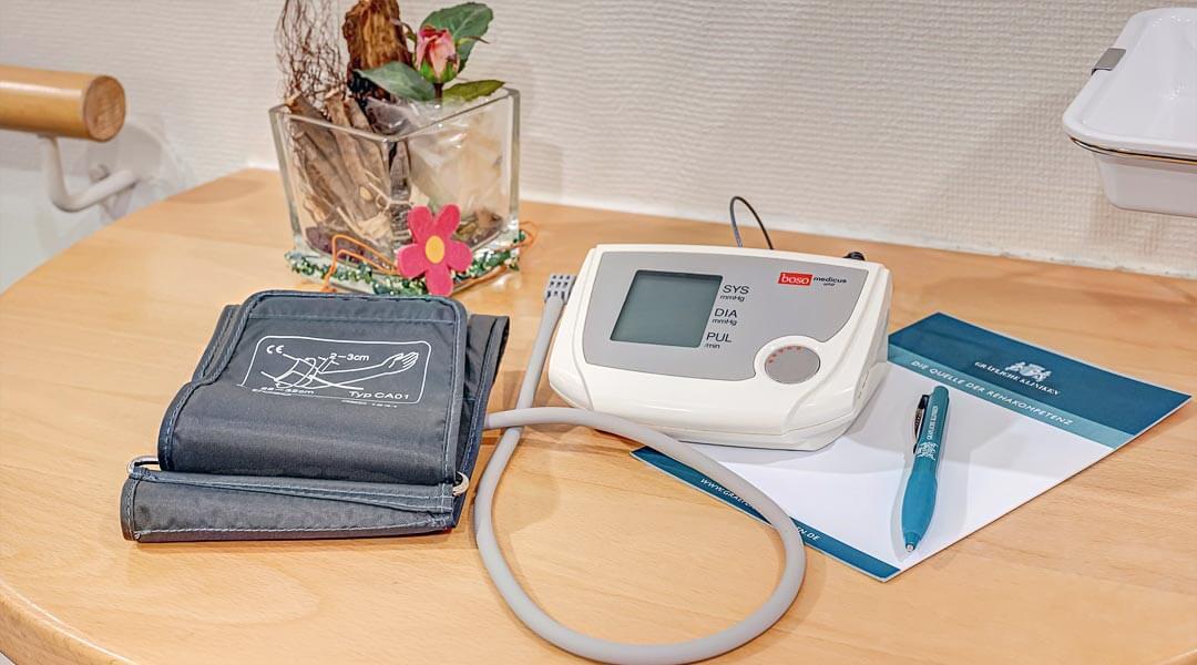 Blutdruckmessgerät in der Marcus Klinik