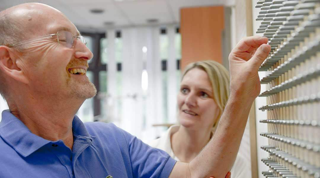 Ergotherapie Hand und Fingerübung am Schraubenbaum