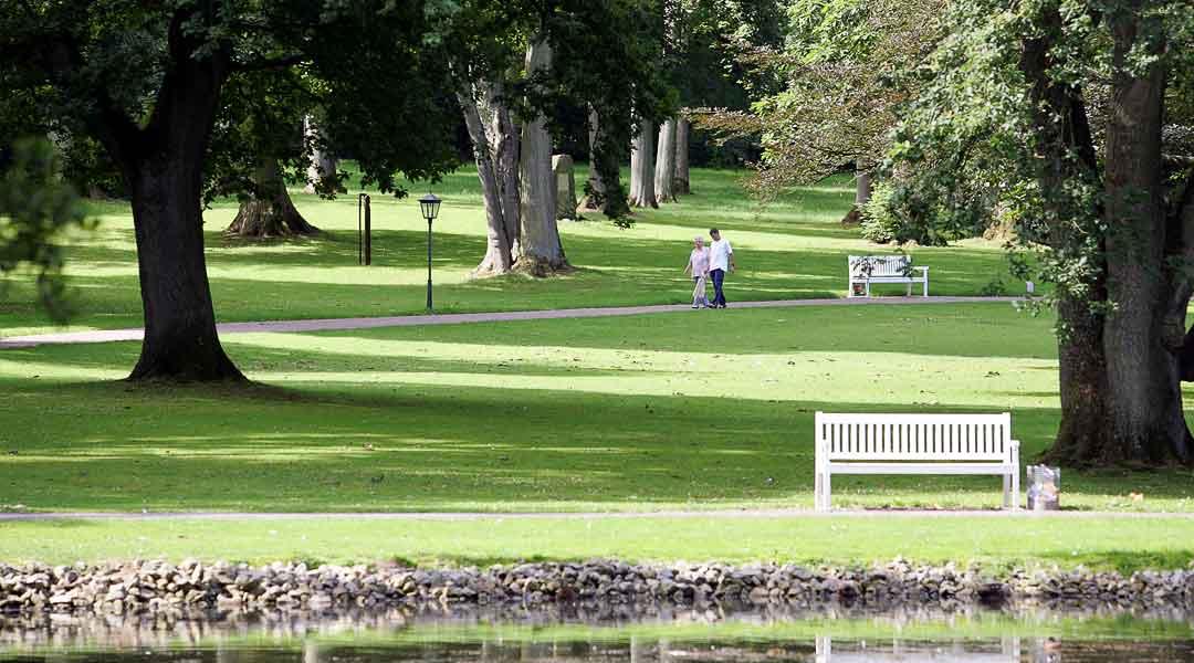Freizeit am Teich im Gräflichen Park