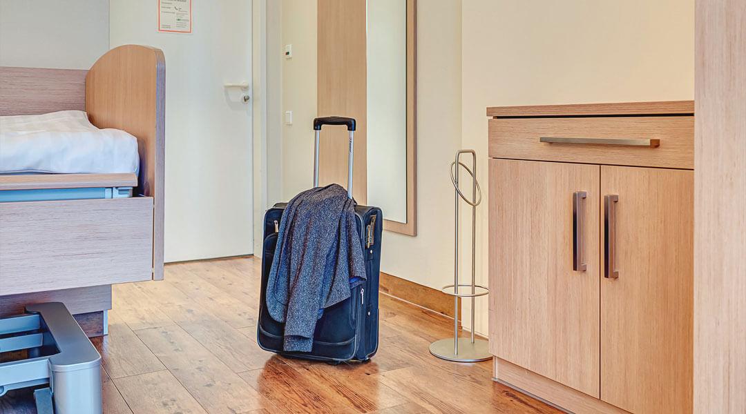 Gepackter Koffer bei Abreise aus der Marcus Klinik