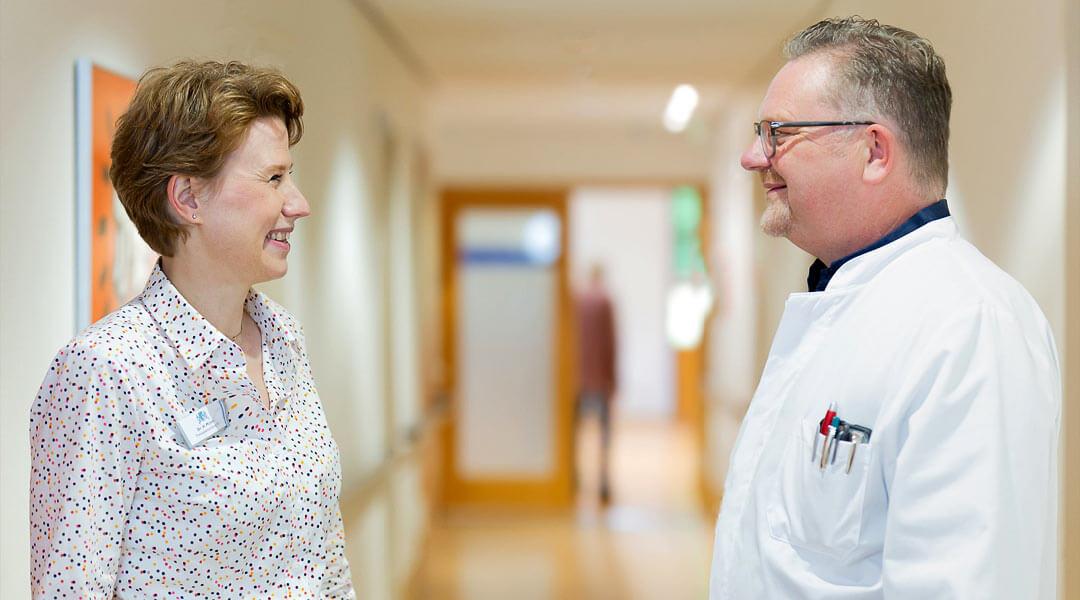 Gespräch zwischen der Therapieleitung und dem Chefarzt