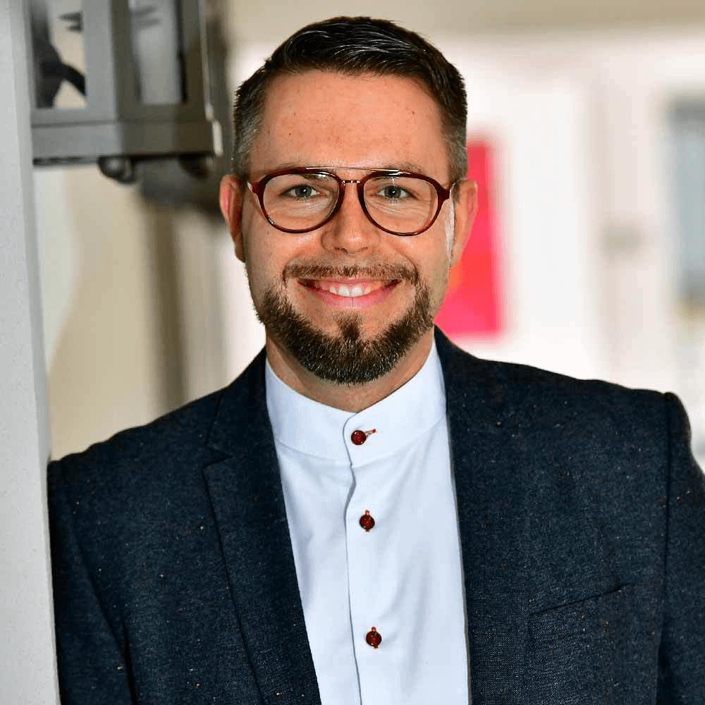 Marko Schwartz Chief Executive Officer (CEO) - Geschäftsführung Gräfliche Kliniken Bad Driburg