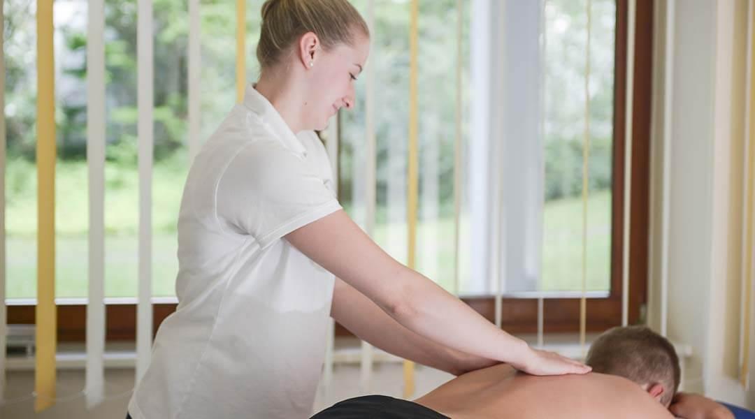 Physikalische Therapie medizinische Massage zur Schmerzlinderung