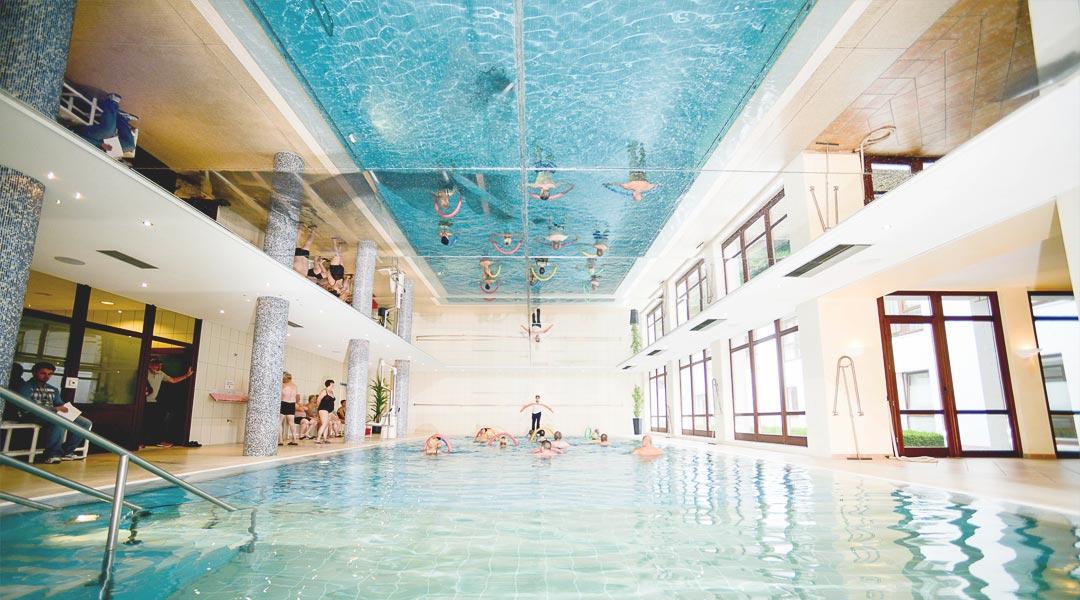 Sporttherapie Bewegungsbad und Schwimmbereich in der Marcus-Klinik
